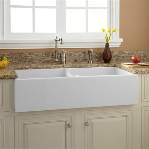 traditional kitchen sinks 39 quot risinger bowl fireclay farmhouse sink white