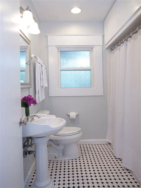 Hgtv Small Bathroom Makeover by 20 Small Bathroom Before And Afters Bathrooms