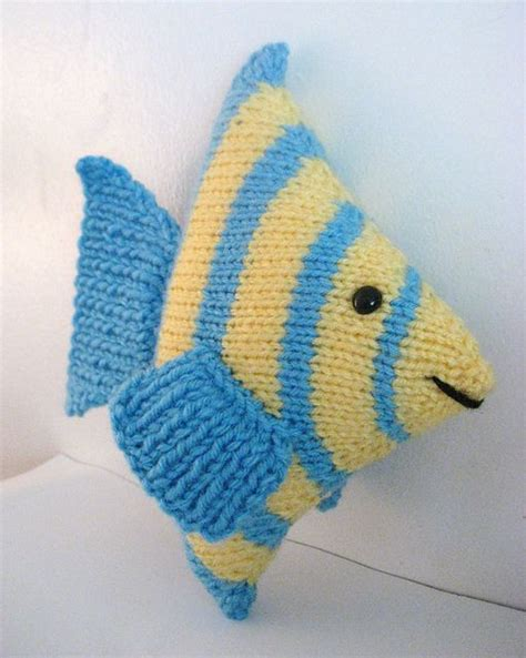 how to knit a fish fish knit pattern wool yarn crafts