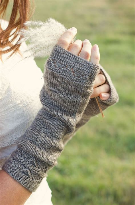 how to knit wrist warmers 1000 images about mitts mittens fingerless gloves on
