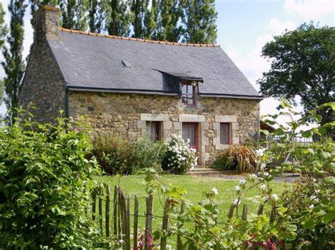 sept petites maisons d h 244 tes dans la prairie bretonne