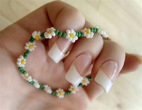 how to make a flower bead bracelet simple bead flower pattern caymancode