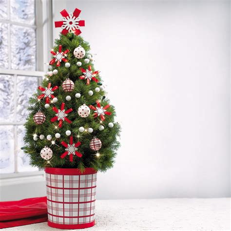 simple tree decorations miniature tabletop tree decorating ideas