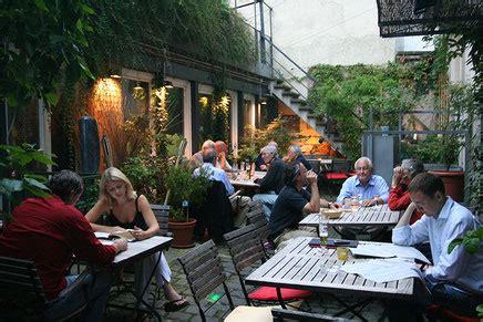 Der Garten Lokal by Der Garten Weinstube Fr 246 Hlich Stuttgart