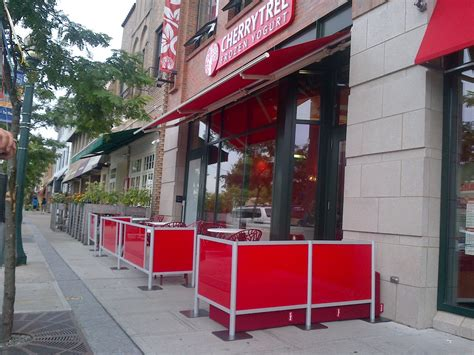 sidewalk cafe barriers by idivide cherry tree frozen yogurt 448 mamaroneck ave mamaroneck