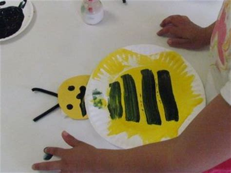 paper plate bumble bee craft we made a paper plate bumble bee in preschool use