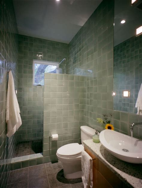 bathroom and shower best 25 small bathroom showers ideas on small