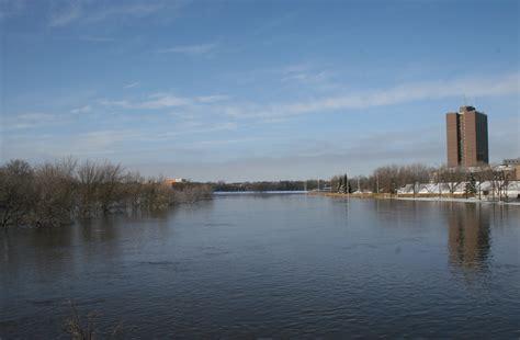 read river photographs of river floods at fargo dakota 2009