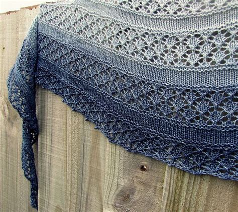 crescent shawl knitting pattern 1000 ideas about knit shawl patterns on shawl