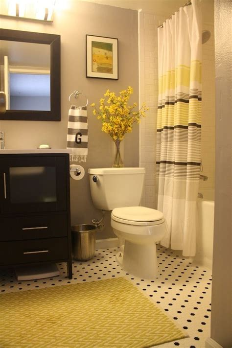 yellow and grey bathroom decorating ideas 25 best ideas about yellow bathroom decor on