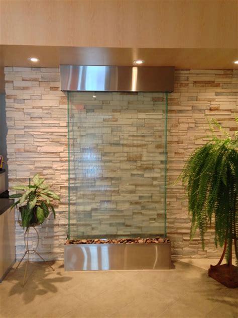 mur d eau translucide sur verre