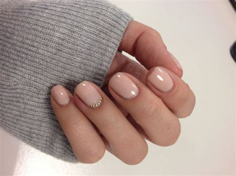 15 Ways To Rock A Nude Nail Color