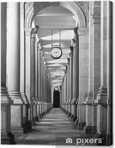 Blumen Von Der Decke Hängen : leinwandbild lange colonnafe korridor mit s ulen und uhr h ngen von der decke kloster ~ Markanthonyermac.com Haus und Dekorationen