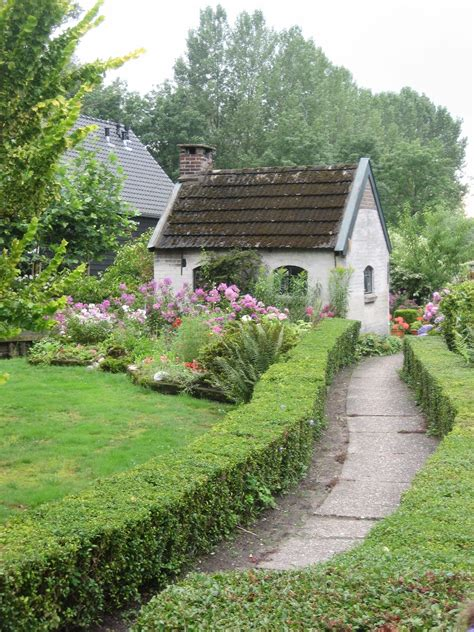 Cottage And Garden In Giethoorn, The Netherlands