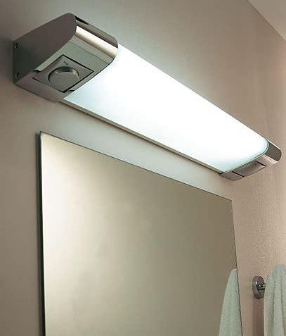 luminaire castorama de salle de bain photo 12 15 a placer au dessus de votre miroir de salle