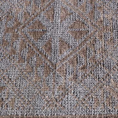 tapis haut de gamme taupe avec motifs classiques en et bambou par angelo