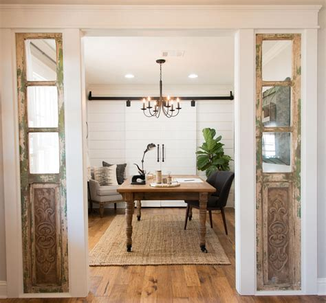 Fixer Upper Black Houseboat by Fixer Upper Chip Gaines Joanna Gaines And House