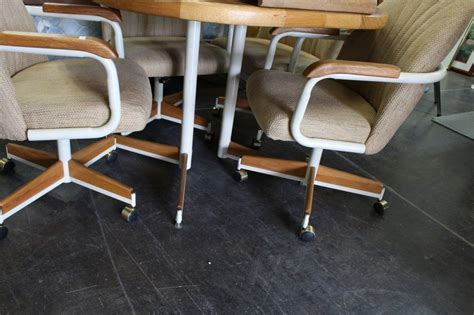 dinette table w 1 leaf 4 rolling chairs