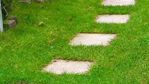 Grillecke Im Garten Anlegen : gartenwege selbst anlegen das muss man beachten ~ Markanthonyermac.com Haus und Dekorationen