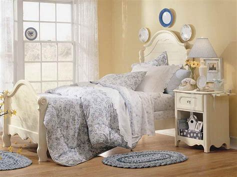 decoration cottage bedroom decorating ideas with mats