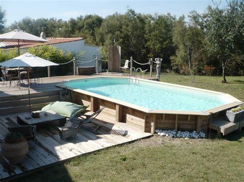 piscine hors sol en bois semi enterr 233 e avec sa terrasse et ses jeux de niveaux belles piscines