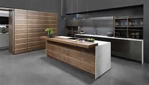Küchen In Holzoptik : k chenzeile mit kochinsel in holzoptik ~ Markanthonyermac.com Haus und Dekorationen