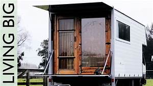 Living In The Box : living simply in a wonderful tiny house truck youtube ~ Markanthonyermac.com Haus und Dekorationen