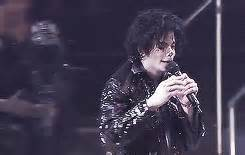 MJ-UPBEAT – Today In Michael Jackson History (October 13th)