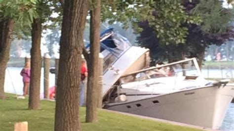Boating Accident Michigan by 2 Killed Others Hurt In Boat Crash Near South End Of