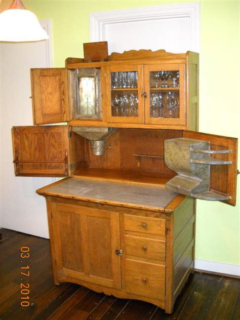 what is a hoosier cabinet