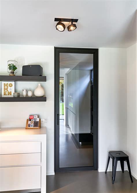 porte vitr 233 e style atelier en acier moderne anyway doors