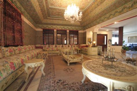 d 233 coration salon marocain plafond en pl 226 tre salon deco marocain