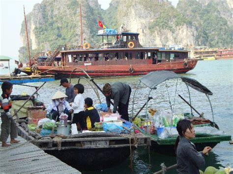 Vietnamese Boat People Hong Kong vietnamese boat people picture of hong kong china