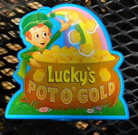 vintage lucky charms pot of gold plastic bank dated 1995 general mills