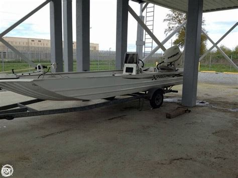 Xpress Fishing Boat For Sale by 2004 Used Xpress X21b Aluminum Fishing Boat For Sale