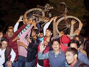 Akhilesh Yadav gets ownership of Samajwadi Party symbol ...
