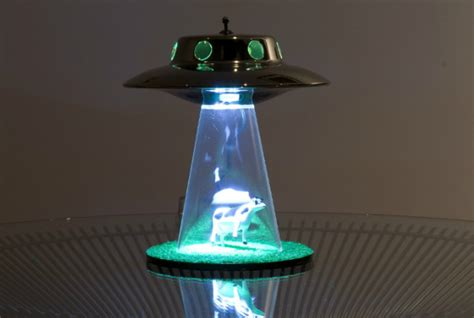 The Alien Abduction Lamp 牛がufoにさらわれる Cool Baby Shower Games Girl Themes Invitations By Email Thank You Note Message Shadow Box Ideas Kimora Lee Simmons Dollar Tree Arreglos De