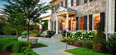 The Front Yard : Forget The Traditional Look