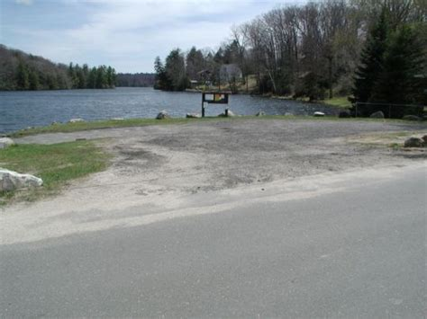 Round Pond Boat Launch by Deep Park Pond Boat Launch