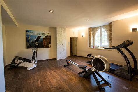 la salle de fitness au sous sol du ch 226 teau contemporain salle de sport autres p 233 232 tres