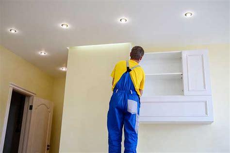 poser un spot lumineux sur un plafond tendu