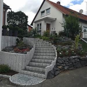 Gartengestaltung Böschung Gestalten : vorgarten mit stufenanlage aus granit in hessen nachher klo garten und landschaftsbau velbert ~ Markanthonyermac.com Haus und Dekorationen