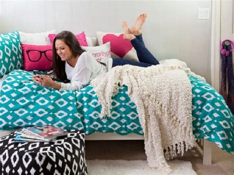 Get Comfy With A List Of Dorm Room Bedding For Girls