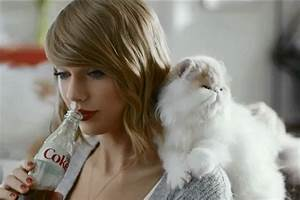 Taylor Swift and her pets-cats
