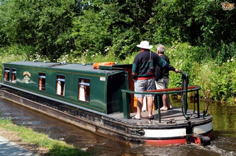 Holiday On A Boat Uk by Narrow Boat Holidays With Your Dog Pets4homes