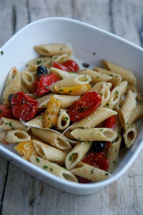 salade de p 226 tes aux poivrons olives tomates confites et pesto de persil that s