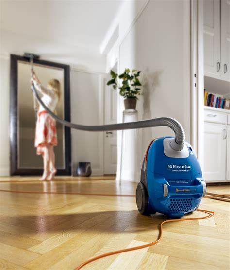 Electrolux Cutest Long Reach Vacuum Cleaner In New Stylish
