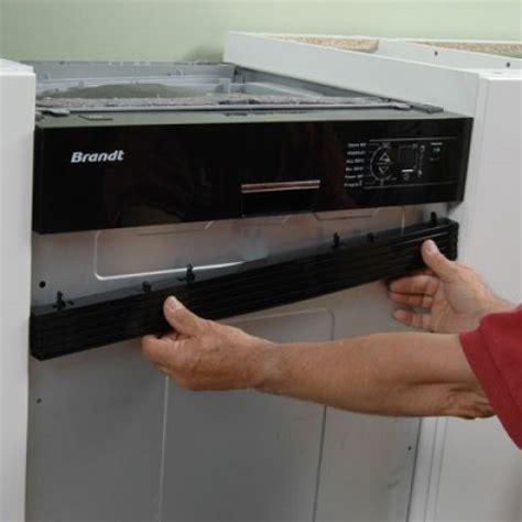 lave vaisselle encastr 233 sous un plan de travail de cuisine