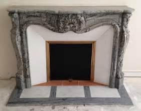 installation d une chemin 233 e de style louis xv en marbre bleu fleuri le plaisir du feu