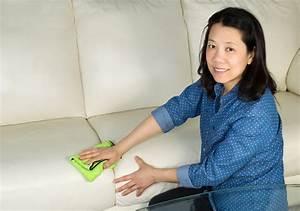 Couch Flecken Entfernen : polster reinigen und flecken entfernen mit rasierschaum ~ Markanthonyermac.com Haus und Dekorationen